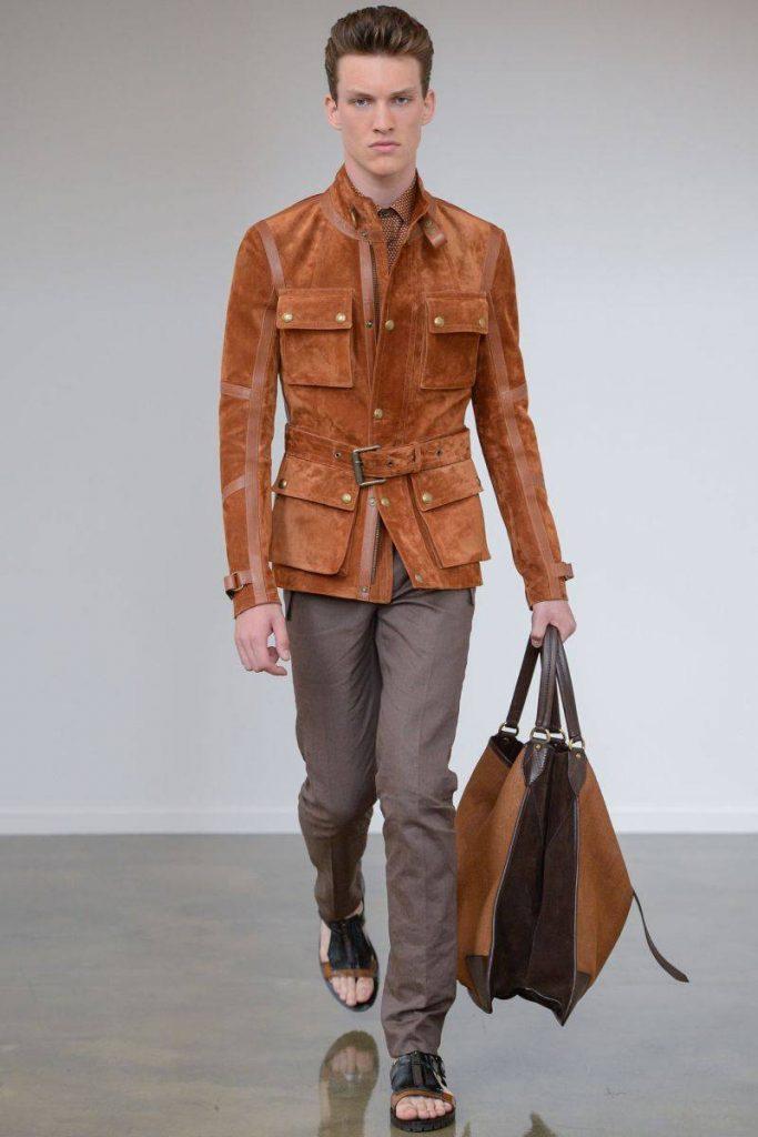 мужская мода весна 2019: коричневая курточка с поясом под серые брюки
