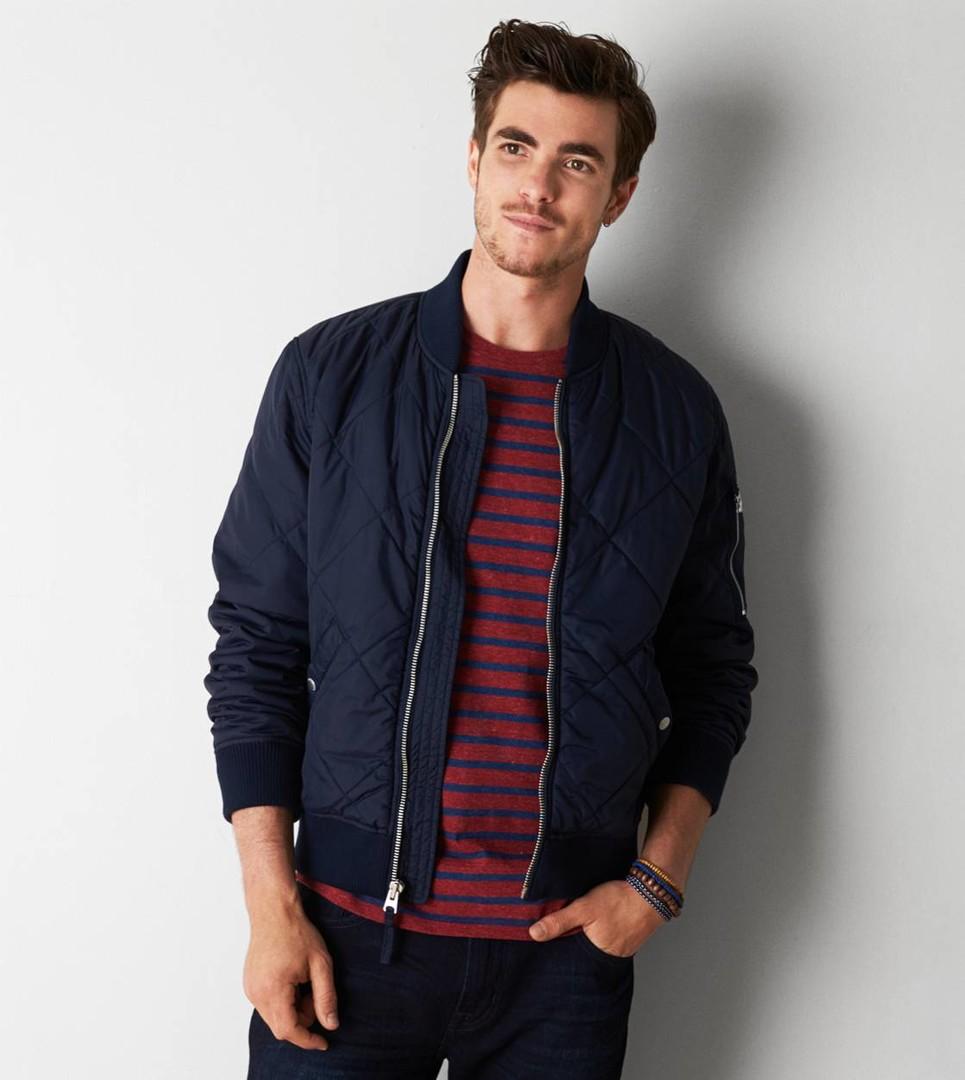 мужская мода весна 2019 основные тенденции: темно-синяя куртка бомбер