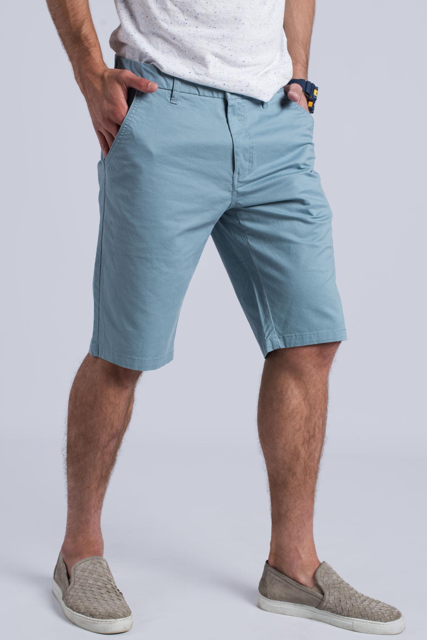 голубые шорты по колено