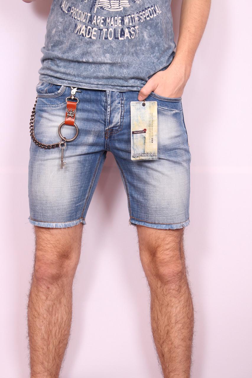 джинсовые шорты потертые