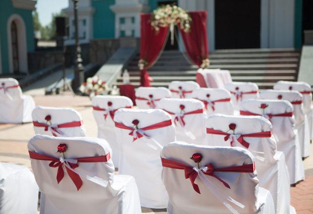 оформление свадьбы в цвете марсала: выездная церемония