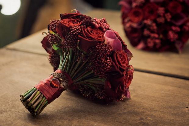 оформление свадьбы в цвете марсала: букет невесты