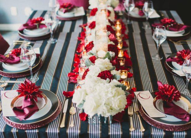 оформление свадьбы в цвете марсала: декор на стол