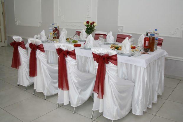 свадьба в цвете марсала оформление зала: стола