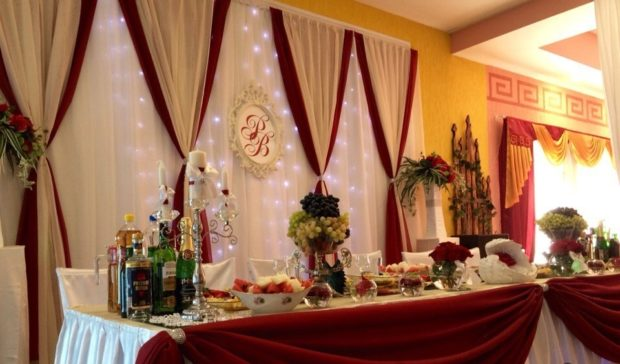 свадьба в цвете айвори и марсала: оформление