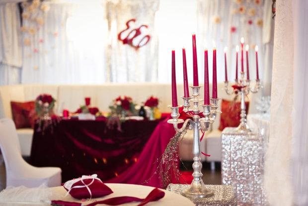 свадьба в цвете айвори и марсала: оформление зала
