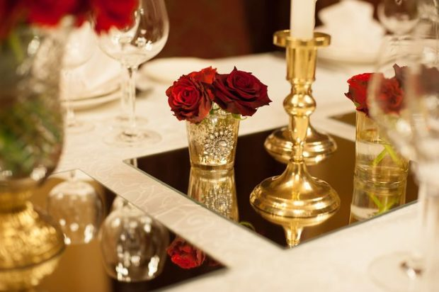 свадьба в цвете марсала и золото: зал