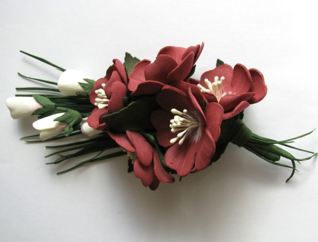 украшение свадьбы цвета марсала: цветочки