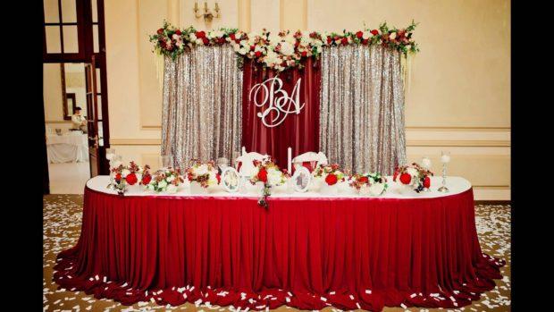 свадьба цвета марсала украшение зала: оформление скатерть шторы