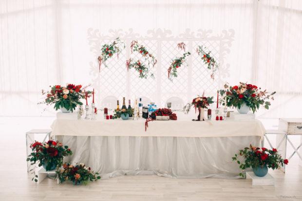 свадьба цвета марсала украшение зала: праздничные на стол
