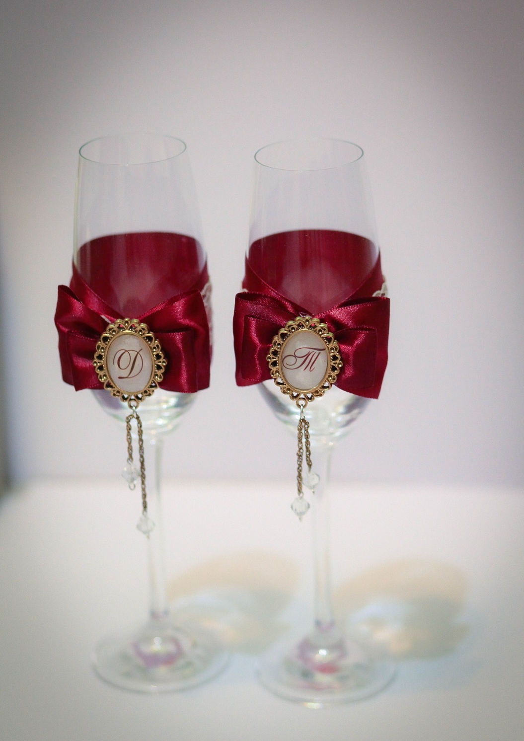 бокалы на свадьбу цвет марсала: банты