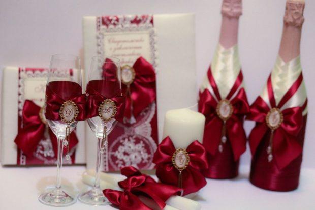 бокалы на свадьбу цвет марсала: бутылки свечки с декором