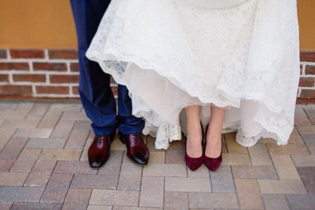 свадьба в цвете марсала образ невесты: туфли для жениха и невесты