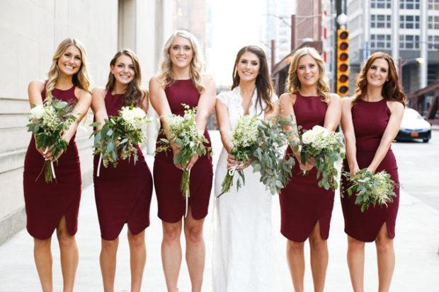 свадьба в цвете марсала: платья для подружек невесты без рукава
