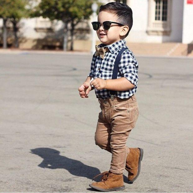 детская мода 2018: коричневые джинсы рубашка в клетку