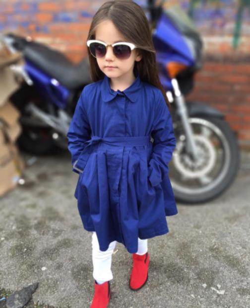 детская мода 2018 для девочек: синий плащ