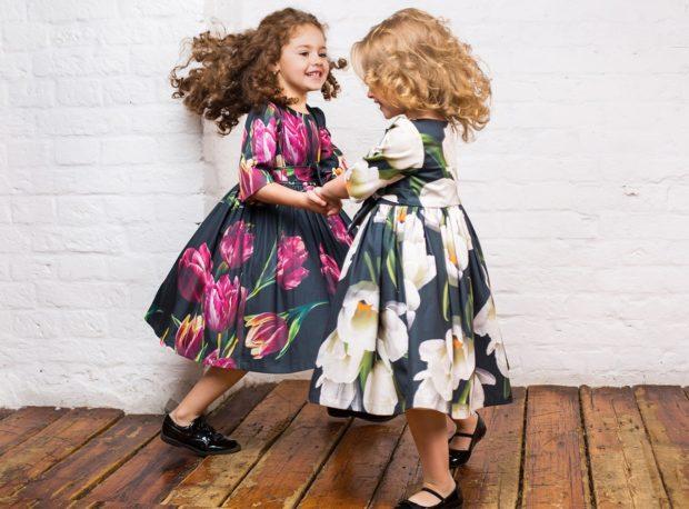 детская мода 2018 для девочек: платья с пышной юбкой в яркие цветы