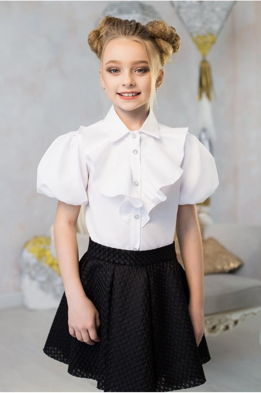 детская мода 2018 для девочек: белая блузка с жабо и рукавом фонариком