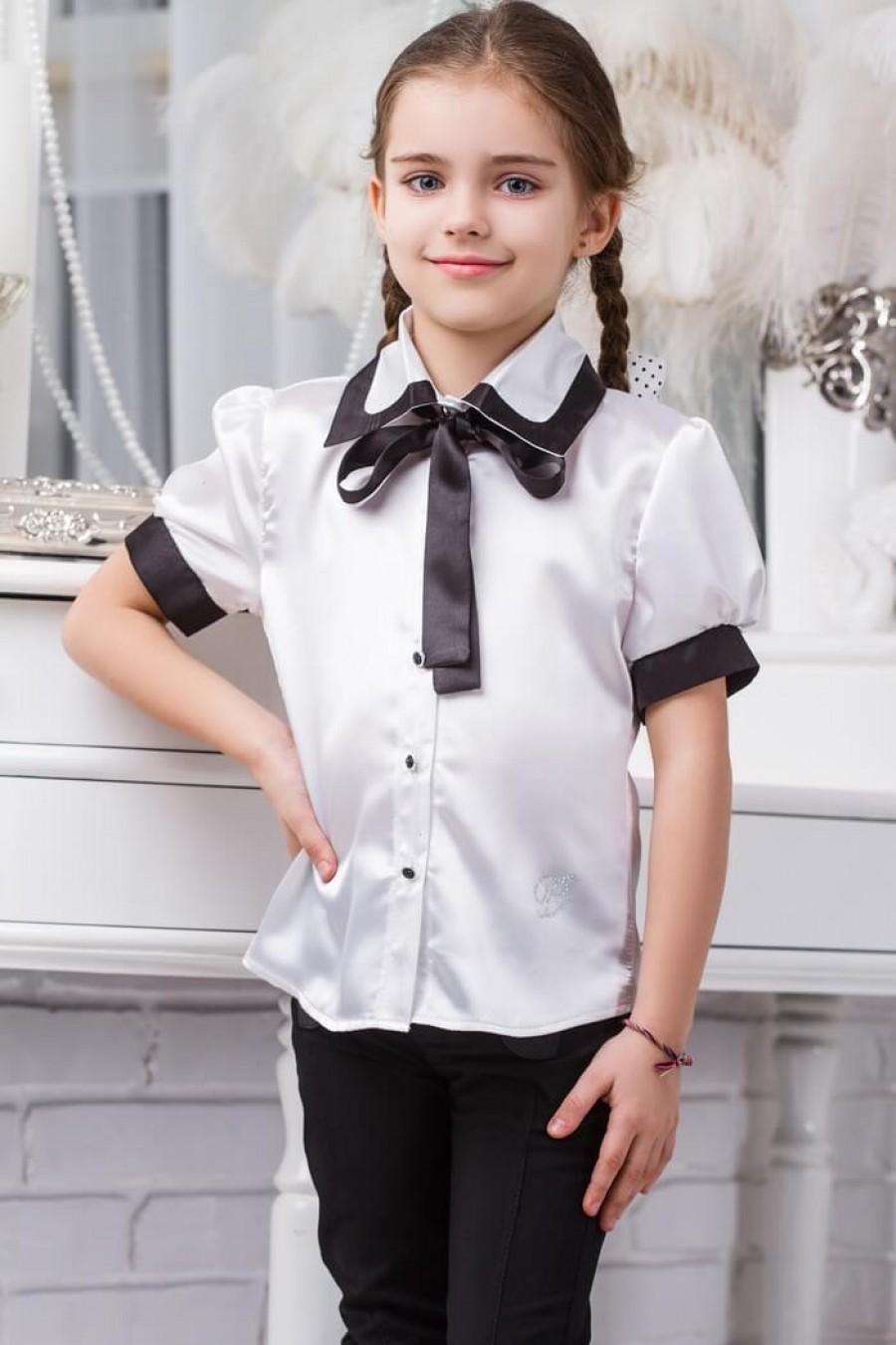 детская мода 2018 для девочек: белая блузка с черными манжетами и бантом рукав короткий