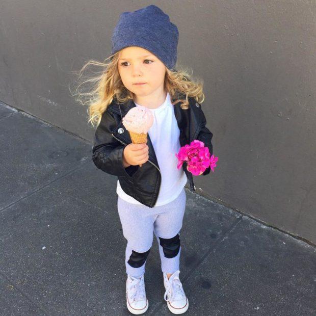 детская мода 2018: серые лосины с заплатами под косуху черную кожаную