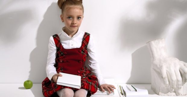 детская мода 2018 для девочек: сарафан в клетку красный