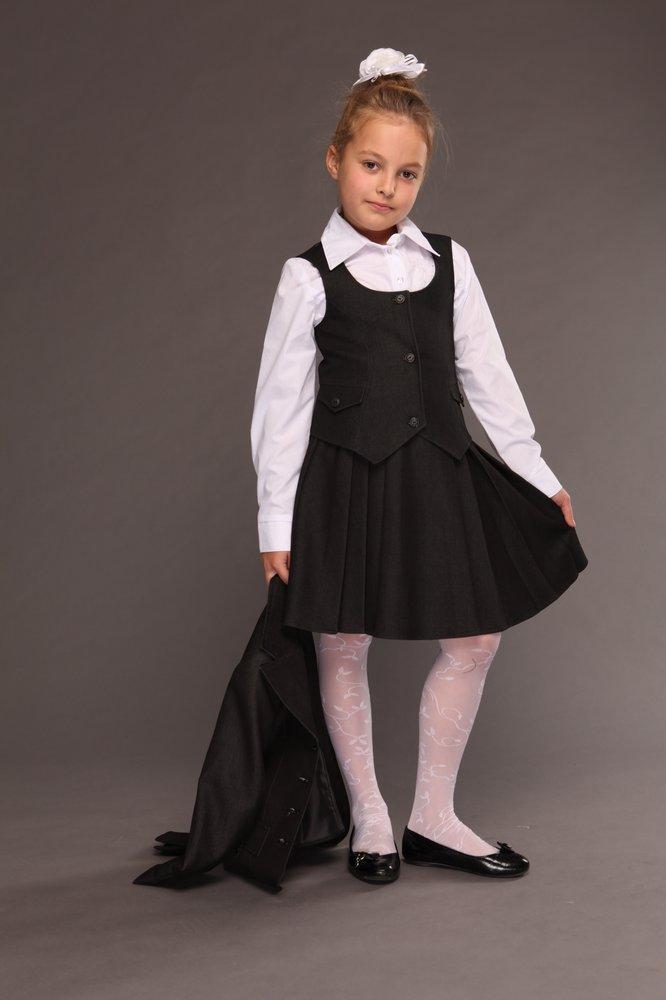 детская мода 2018 для девочек: черная юбка черная жилетка
