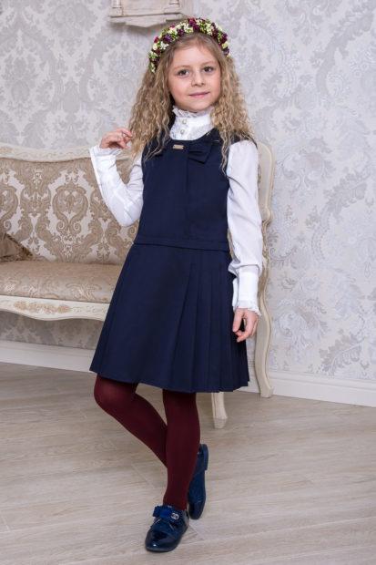 детская мода 2019-2020 для девочек: синий сарафан в складку