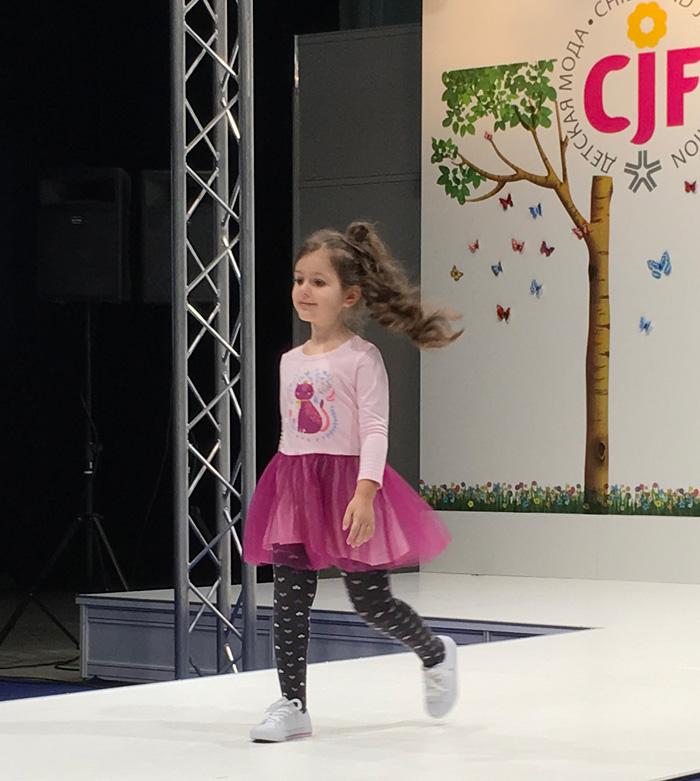 детская мода 2018: юбка пачка розовая под кофточу с рисунком