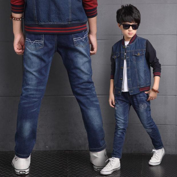детская мода 2018: синие джинсы потертые