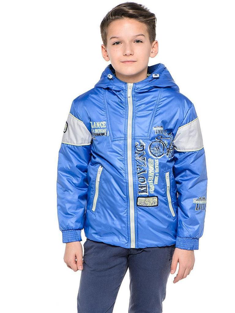 детская мода весна 2018: стеганая голубая куртка под синие джинсы