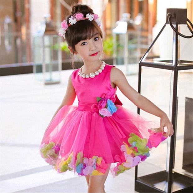 детская мода 2018: розовое платье с пышной юбкой в цветы