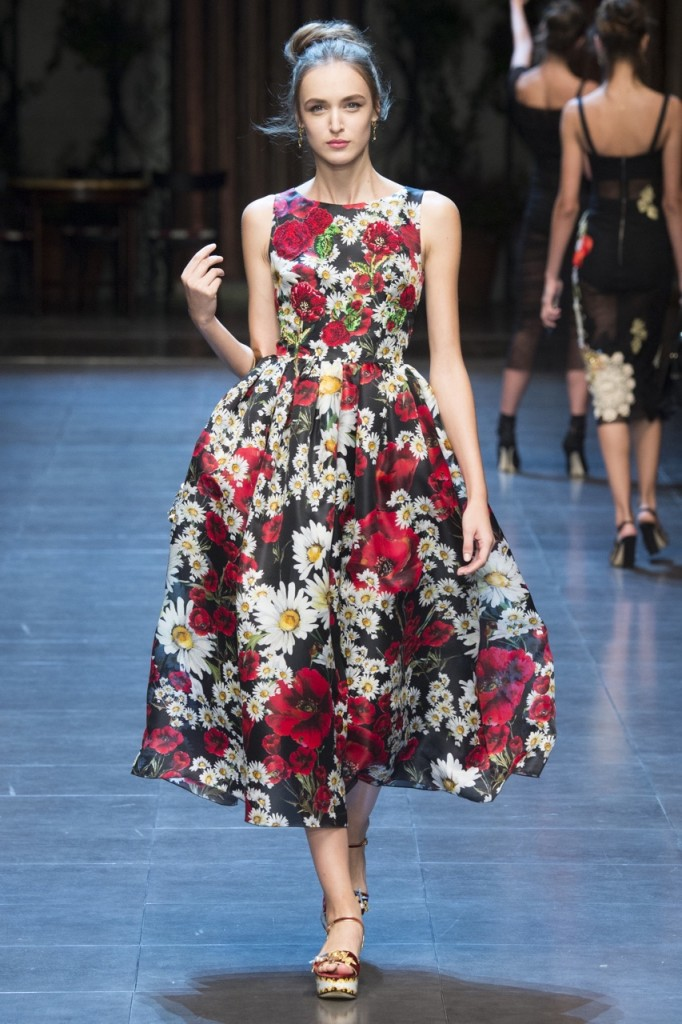 мода 2019-2020 года фото в женской одежде: платье с пышной юбкой