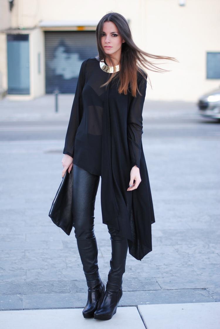 мода 2019-2020 года фото в женской одежде: кожаные черные штаны под блузку шифоновую асимметрия