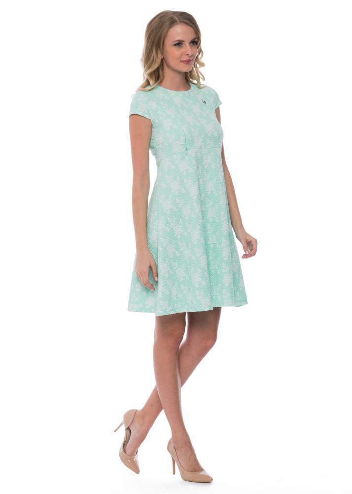 мода 2019-2020 года фото в женской одежде: нежно-голубое платье