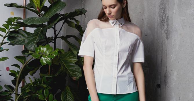 мода 2019-2020 года фото в женской одежде: блузка белая с коротким рукавом