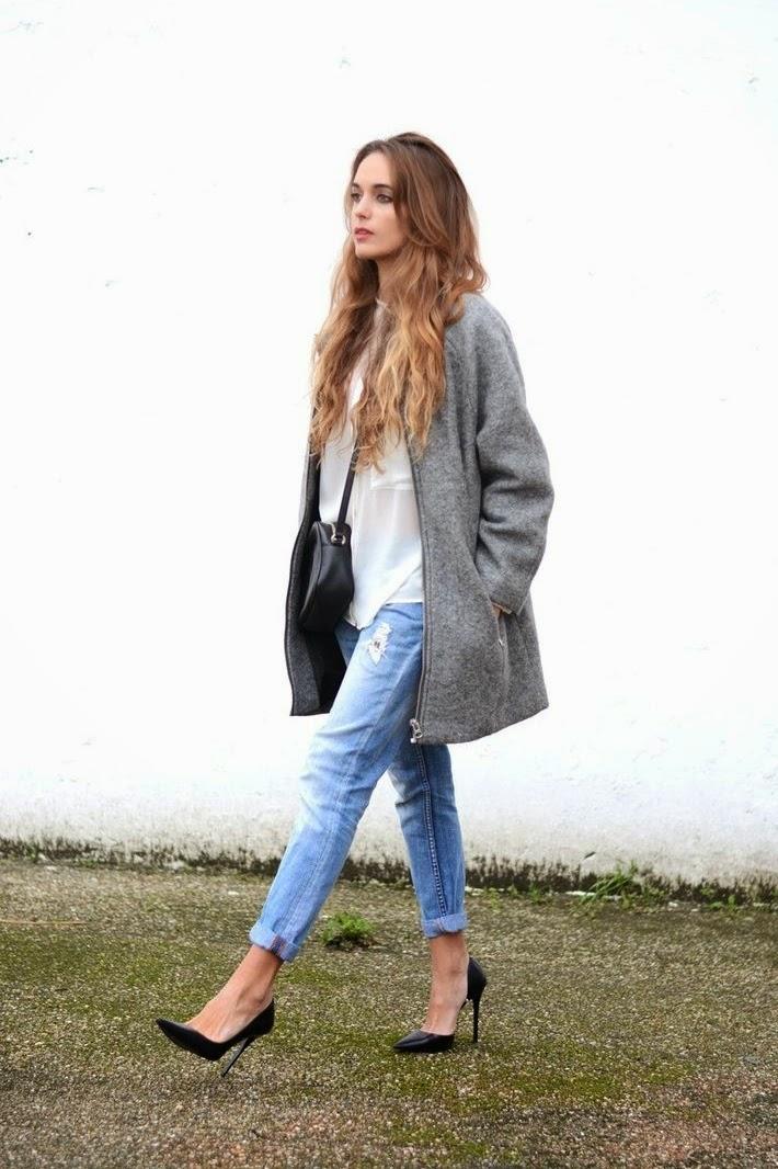 мода 2019-2020 года фото в женской одежде: пальто серое под джинсы