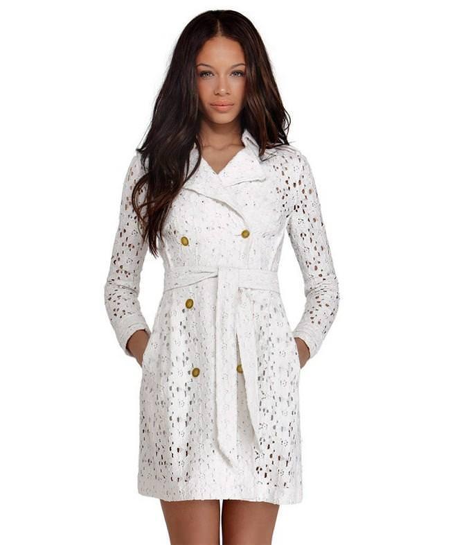 мода 2019-2020 года фото в женской одежде: ажурное белое платье под пояс