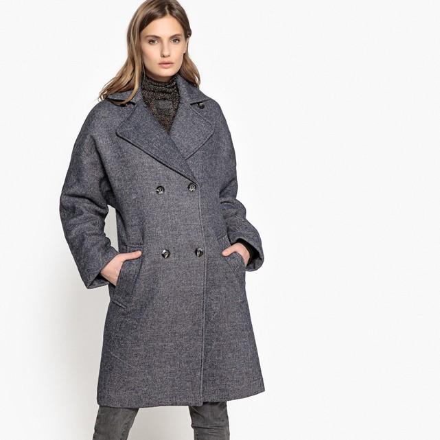 мода 2019-2020 года фото в женской одежде: пальто серое двубортное