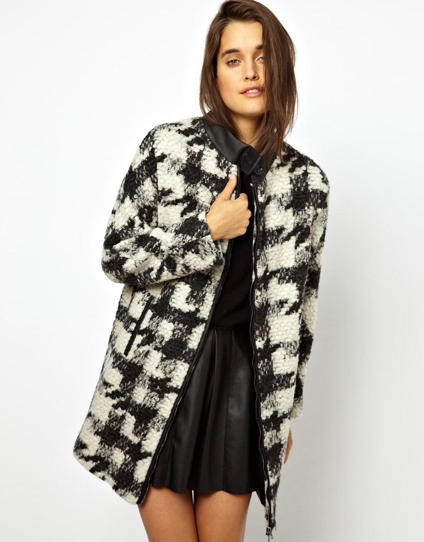мода 2019-2020 года фото в женской одежде: пальто клетка черная с белым