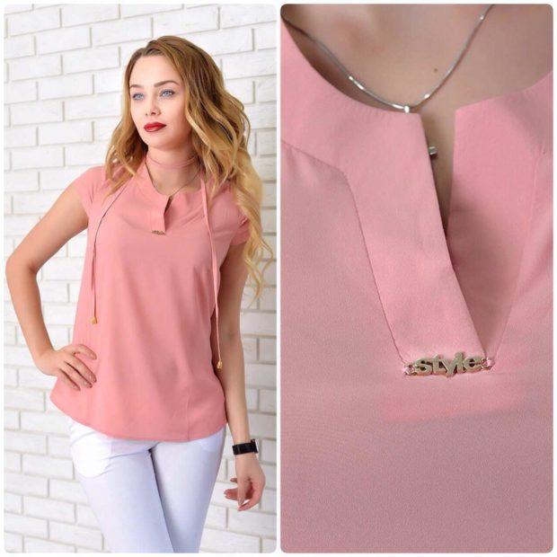 мода 2019-2020 года фото в женской одежде: розовая блузка без рукава