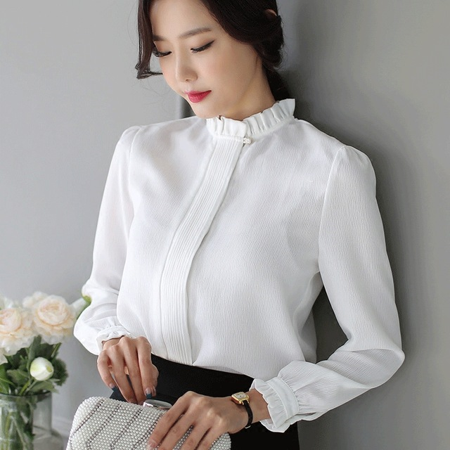 мода 2019-2020 года фото в женской одежде: блузка белая воротник стойка