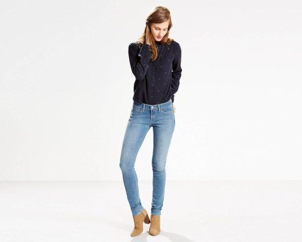 мода 2019-2020 года фото в женской одежде: джинсы голубые классические
