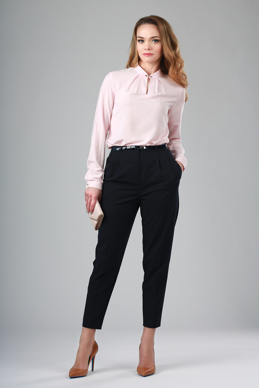 мода 2019-2020 года фото в женской одежде: брюки черные короткие