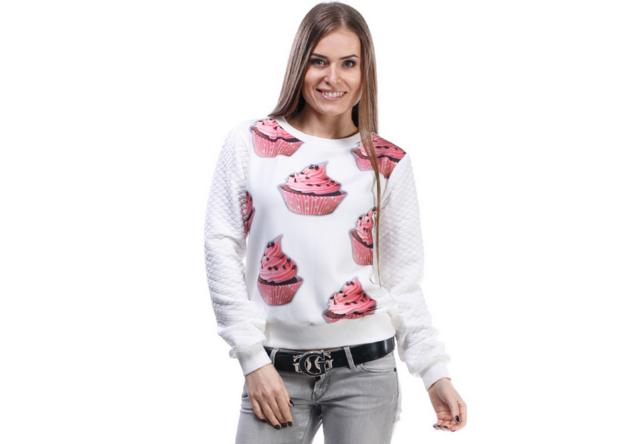 мода 2019-2020 года фото в женской одежде: свитшот белый в розовые пирожные