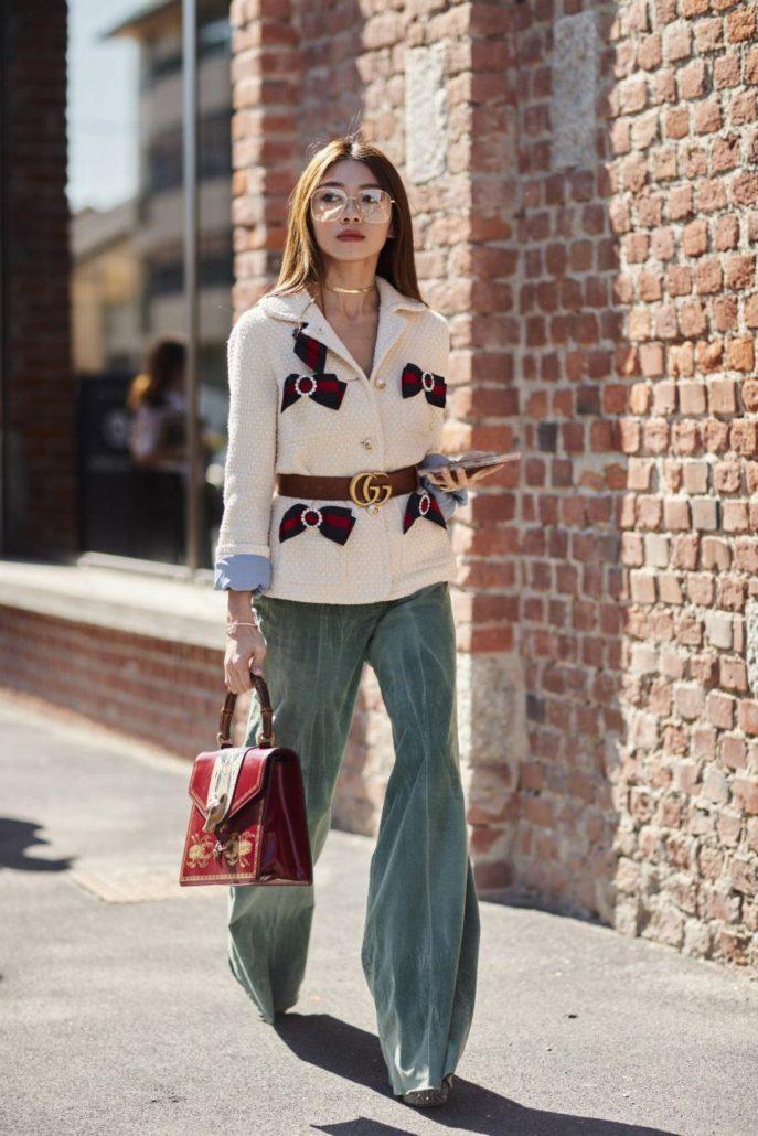 зеленые штаны клеш под жакет белый с поясом