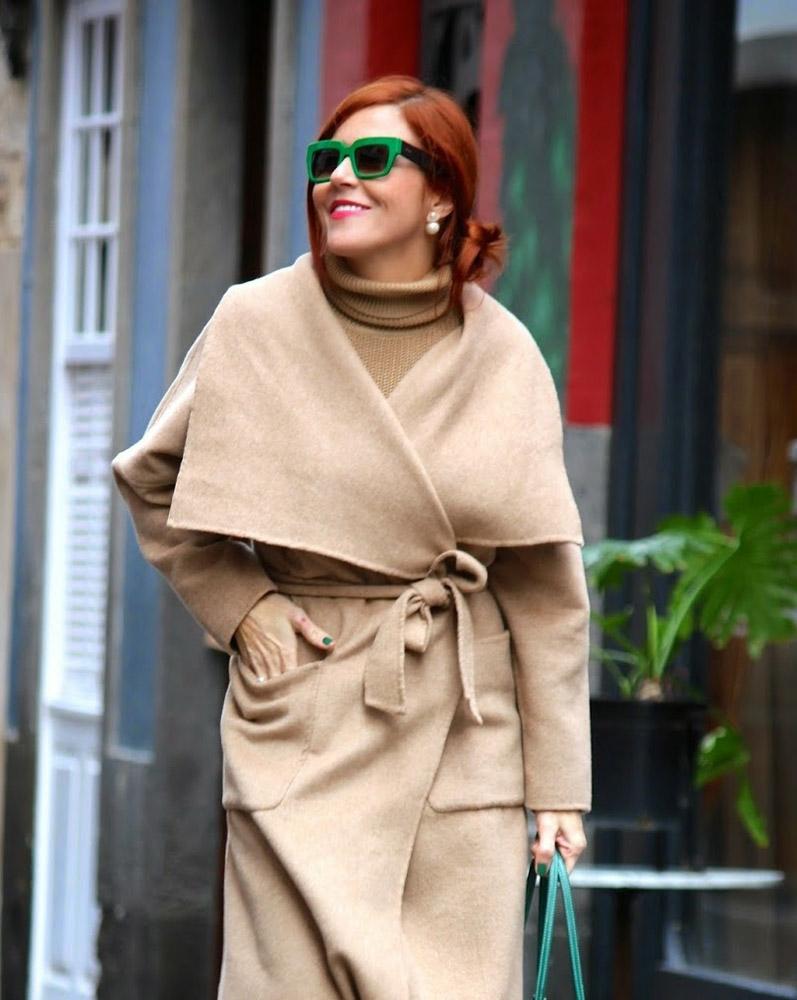 мода весна лето 2018 для женщин за 30: бежевое пальто с поясом