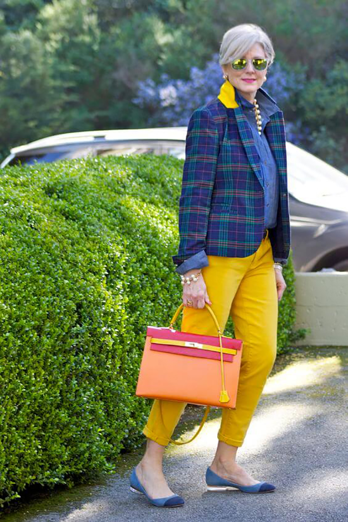 мода весна лето 2018 для женщин за 30: желтые брюки короткие