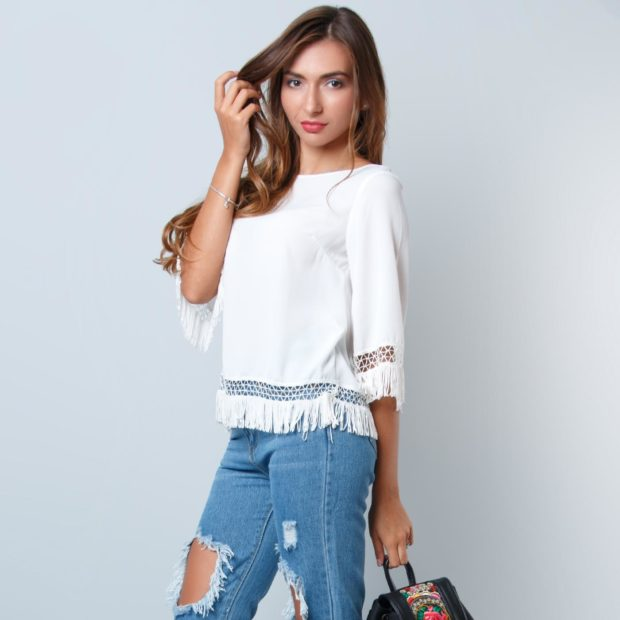 мода весна лето 2018 для женщин после 30: белая блузка с бахромой