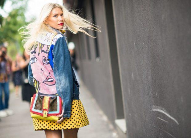 мода весна лето 2018 для женщин после 30: куртка джинсовая с рисунком поп-арт