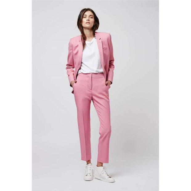 мода весна лето 2018 для женщин после 30: брюки и пиджак розовые